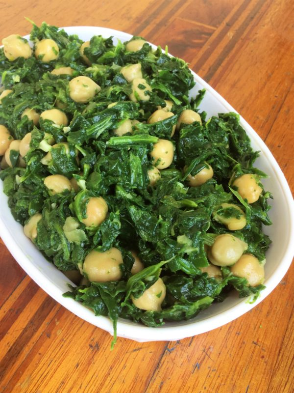 Sauted spinach with garlic chickpeas my healthy homemade life sauteed spinach with garlic and chickpeas vegan gluten free healthy eating recipes forumfinder Choice Image